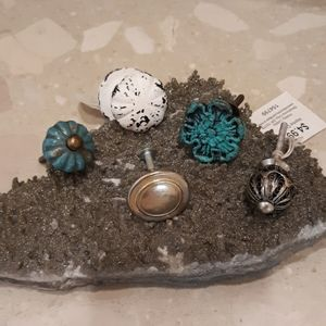 Assorted Knobs/Drawer Pulls